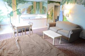 Deluxe Suite with Spa Bath - Smoking