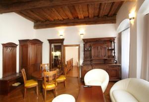 Residence Muzeum Vltavínů, Apartmanok  Český Krumlov - big - 16