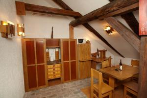 Residence Muzeum Vltavínů, Apartmanok  Český Krumlov - big - 9
