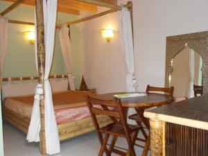 Aux Amandiers, Bed & Breakfasts  Fréjus - big - 5