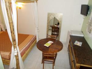 Aux Amandiers, Bed and breakfasts  Fréjus - big - 7