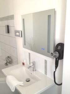 Citotel Le Mirage, Hotely  Istres - big - 24