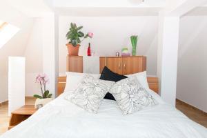 9 Suites ApartHotel, Aparthotels  Braşov - big - 28