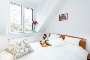 9 Suites ApartHotel, Aparthotels  Braşov - big - 43