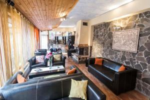 9 Suites ApartHotel, Aparthotels  Braşov - big - 42