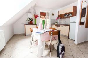 9 Suites ApartHotel, Aparthotels  Braşov - big - 9