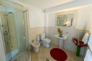 9 Suites ApartHotel, Aparthotels  Braşov - big - 30