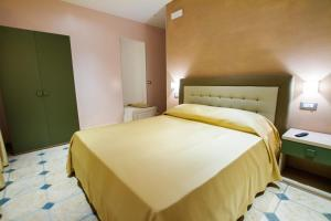 La Suite del Faro, Bed and breakfasts  Scalea - big - 5