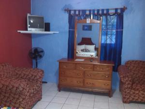 Treasure's Comfort Inn, Affittacamere  Claremont - big - 34