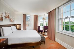 Pokoj Deluxe s manželskou postelí King a výhledem
