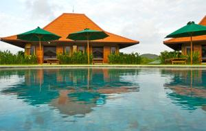 Three Monkeys Villas, Комплексы для отдыха с коттеджами/бунгало  Улувату - big - 27