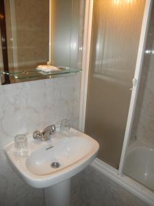 Hostal Los Andes, Guest houses  Madrid - big - 21