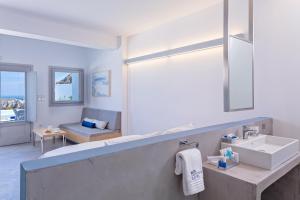 Alti Santorini Suites, Villas  Megalokhori - big - 40