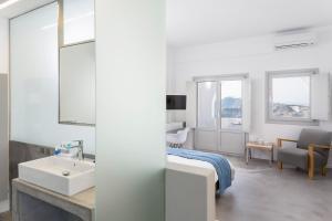 Alti Santorini Suites, Villas  Megalokhori - big - 5