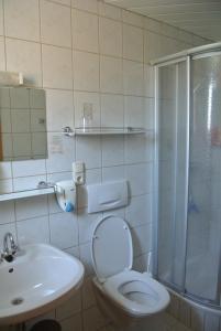 Landhaus Neubauer - Zimmer, Bed and breakfasts  Millstatt - big - 16