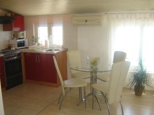 Apartments Benutic-Lalini