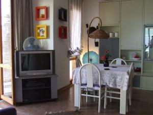 La Casa Delle Vacanze Acitrezza, Ferienwohnungen  Aci Castello - big - 11