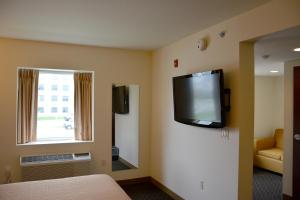 Days Inn & Suites by Wyndham Milwaukee, Hotel  Milwaukee - big - 27