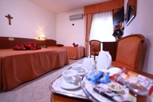 Hotel Za Maria, Hotel  Santo Stefano di Camastra - big - 41