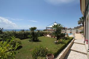La Suite del Faro, Bed and breakfasts  Scalea - big - 41