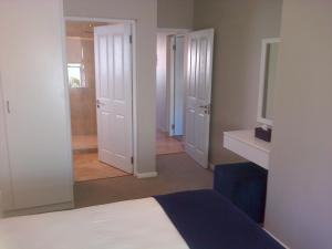 Kenjockity Self Catering Apartments, Apartmány  Hermanus - big - 72