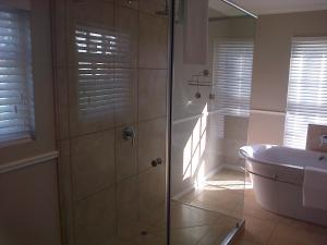 Kenjockity Self Catering Apartments, Apartmány  Hermanus - big - 24