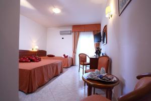 Hotel Za Maria, Hotel  Santo Stefano di Camastra - big - 17