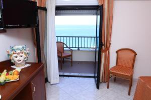 Hotel Za Maria, Hotel  Santo Stefano di Camastra - big - 10