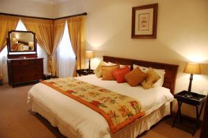 One-Bedroom Suite with Sofa Bed - 294 Van Riebeeck Street
