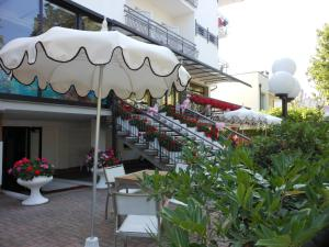 Hotel Lux, Hotely  Cesenatico - big - 53