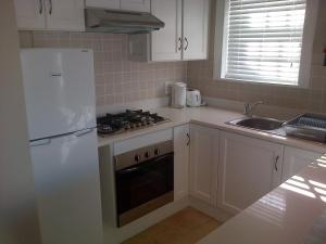 Kenjockity Self Catering Apartments, Apartmány  Hermanus - big - 37