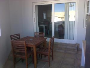 Kenjockity Self Catering Apartments, Apartmány  Hermanus - big - 38