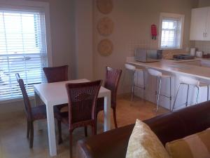 Kenjockity Self Catering Apartments, Apartmány  Hermanus - big - 48