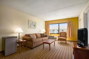 Ramada by Wyndham Asheville Southeast, Hotels  Asheville - big - 7