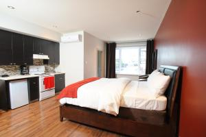 Executive Loft with queen bed and Sofa bed - city view