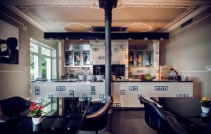 Villa Mughetto, Apartmanhotelek  Gardone Riviera - big - 14