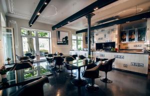 Villa Mughetto, Apartmanhotelek  Gardone Riviera - big - 16