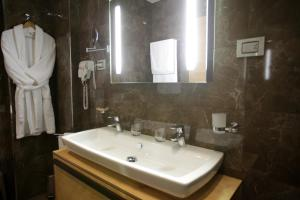 Best Western Premier Ark Hotel, Отели  Ринас - big - 3