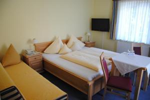 Hotel-Pension Falkensteiner, Hotels  Sankt Gilgen - big - 17