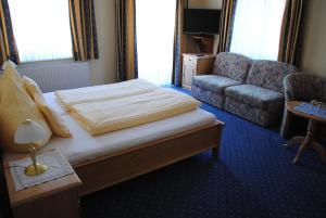 Hotel-Pension Falkensteiner, Hotels  Sankt Gilgen - big - 23