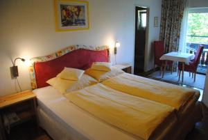 Hotel-Pension Falkensteiner, Hotels  Sankt Gilgen - big - 24