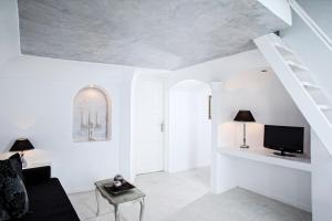 Above Blue Suites(Imerovigli)
