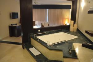 Royal Tower Room with Ocean Front (Adults Only)