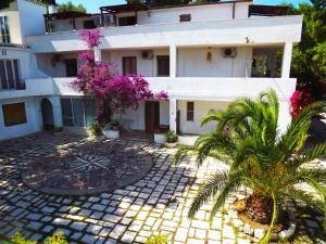 Residenza Collina Dei Pini - AbcAlberghi.com