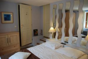 Gîte l'Ecluse au Soleil, Holiday homes  Sougraigne - big - 2