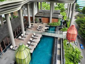 Parkroyal on pickering hotel review singapore travel for Gay in singapore swimming pools