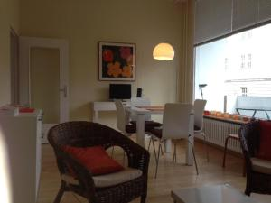 One-Bedroom Apartment with Balcony- Elssholzstrasse
