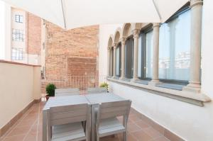 One-Bedroom Apartment with Terrace