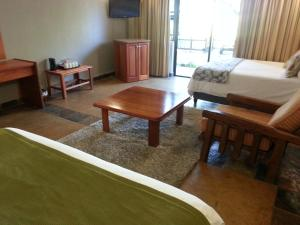 Deluxe Family Room (2 Adults + 2 Children)