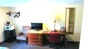 Budget Host Airport Inn, Motel  Waterville - big - 7